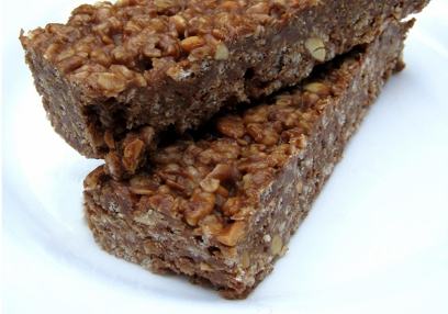 Chewy chocolate-banana granola bars