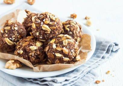 Chocolate-date energy balls
